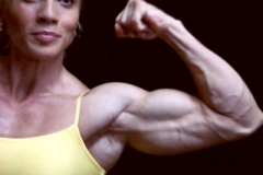 02-webcam-muscle-girl-biceps