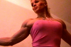 05-webcam-muscle-girl