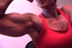 10-webcam-biceps-girl